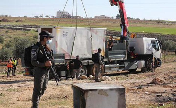 الاحتلال يفكك مسكنين ويستولي عليهما قرب بلدة الزعيِّم