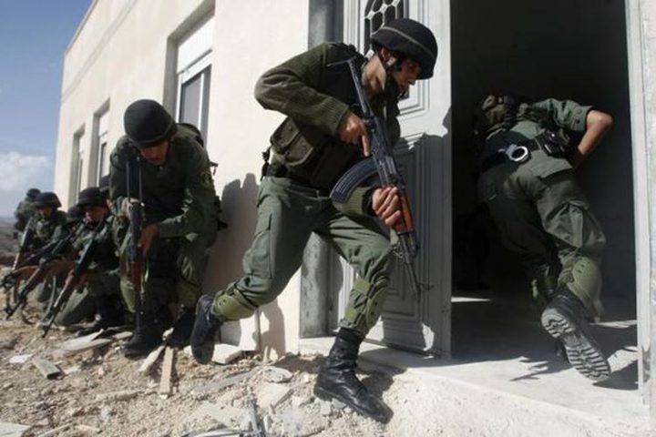 القبض على 11 مشتبها بهم باطلاق النار على مقرات أمنية في جنين