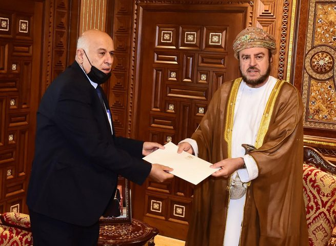 الرجوب يسلم رسالة خطية من الرئيس إلى سلطان عُمان