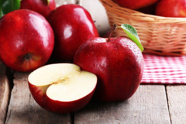 أهم الفوائد المترتبة على تناول تفاحة يوميا