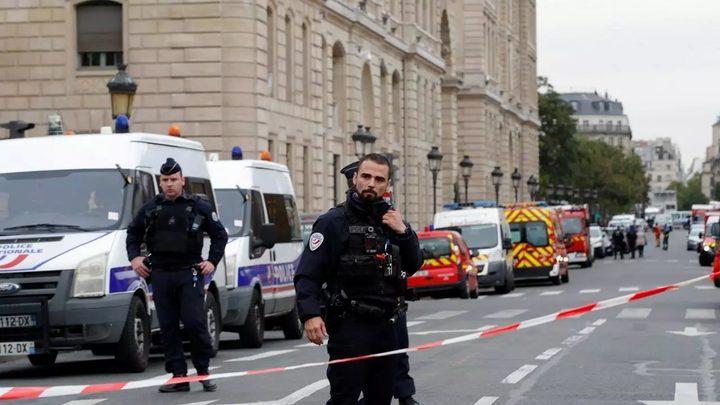 مسلح يحتجز زوجته كرهينة شمالي باريس ويصيب شخصين بطلقات نارية