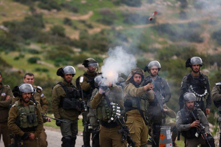 رام الله:الاحتلال يقمع مسيرة ومستوطنون يطلقون النار تجاه الصحفيين