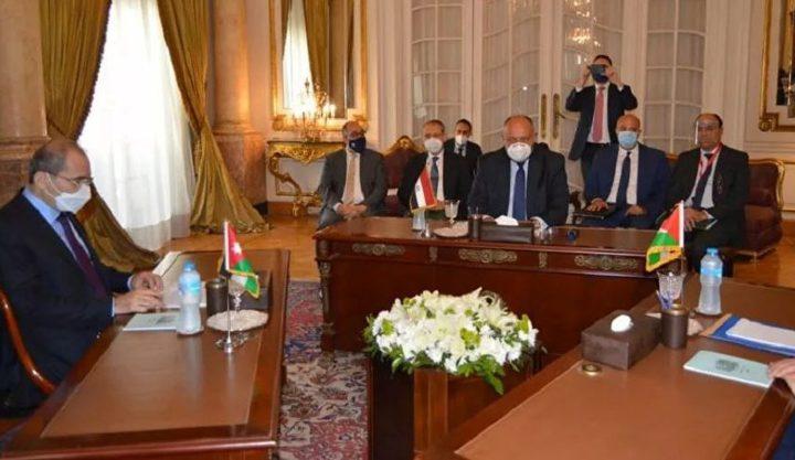 ما مرتكز الاجتماع الثلاثي لوزراء خارجية مصر والأردن وفلسطين ؟