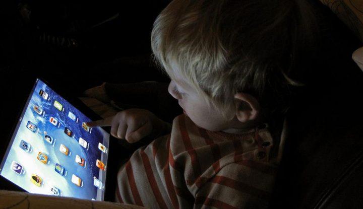 أخطر الآثار الجانبية المترتبة على إدمان الأطفال على الشاشات