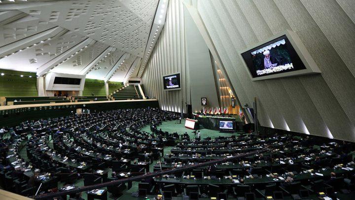 البرلمان الإيراني يسمح بترشح ضباط الجيش