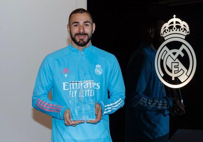 """بنزيما يتوج بجائزة الأفضل في """"الليغا"""" لموسم 2019-2020"""