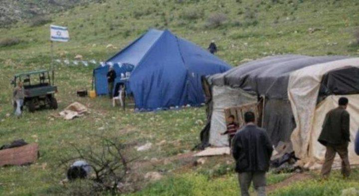 مستوطنون ينصبون خيمة شرق رام الله