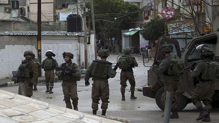 الاحتلال يداهم منازل في قرية طورة جنوب جنين