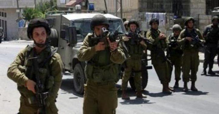 قوات الاحتلال تداهم منازل في قرية طورة جنوب جنين