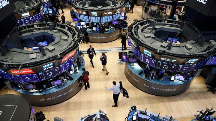 المستثمرون يراهنون على التعافي ويرفعون الأسهم الأمريكية