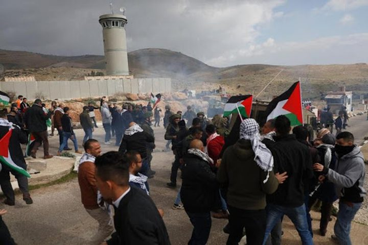 قوات الاحتلال تقمعمسيرة سلفيت الأسبوعية المنددة بالاستيطان