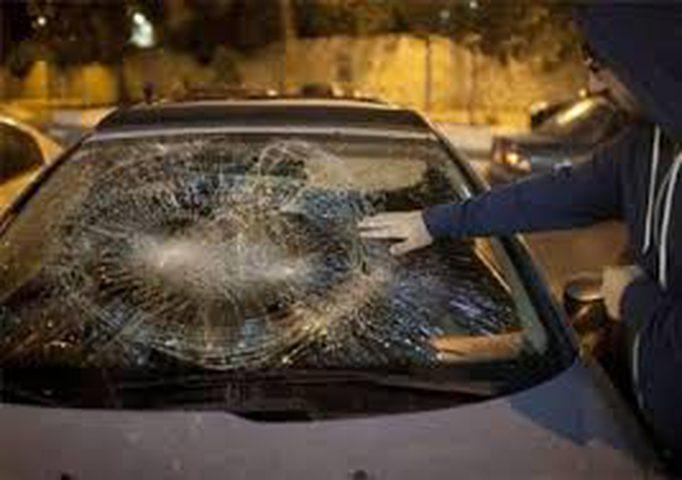 مستوطنون يرشقون سيارات المواطنين بالحجارة قرب بلدة سنجل