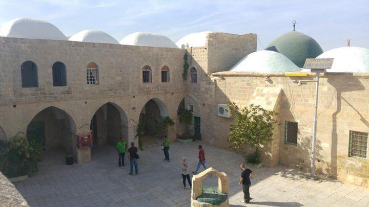 غضب واسع بعد حفل صاخب في مسجد ومقام النبي موسى