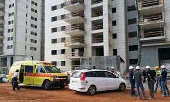 إصابة شابان بجراح خطيرة في حوادث عمل بالرملة والقدس