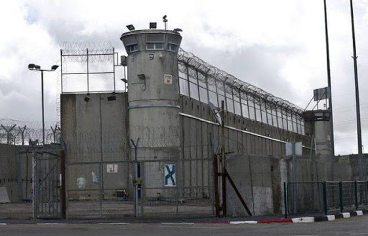 """إدارة سجن """"ريمون"""" تنقل ثلاثة من ممثلي الأسرى إلى عزل """"أيلا"""""""