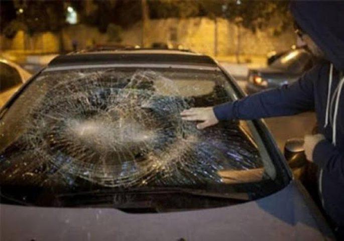 مستوطنون يهاجمون مركبات المواطنين قرب حوارة جنوب نابلس