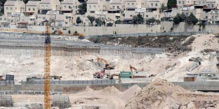 الاحتلال يبدأ عمليات حفر وبناء بشارع الشهداء في الخليل