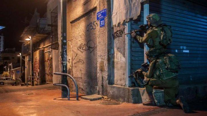 قوات الاحتلال تقتحم مدينة نابلس وتفتش عددا من المنازل