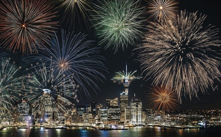 نيوزيلندا أول دولة تودع 2020 بعرض مبهر