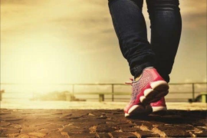 دراسة: سرعة المشي تكشف احتمال إصابتك بالخرف