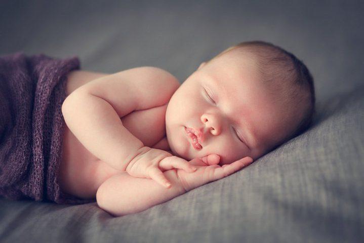 372 ألف مولود في أول أيام 2021