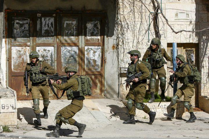 الاحتلال يواصل اغلاق  قرية دير نظام شمال رام الله