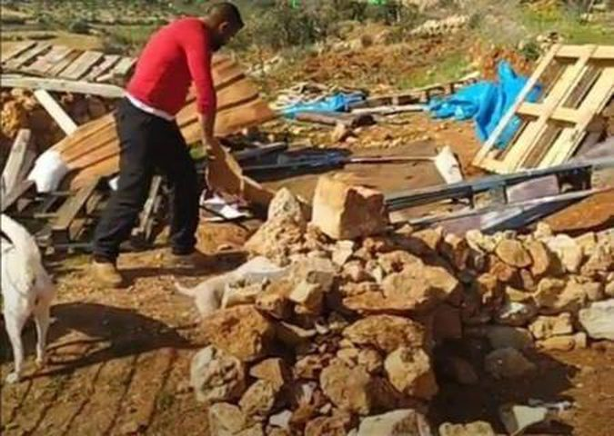 بيت لحم: قوات الاحتلال تهدم بيتا زراعيا في الخضر وتصادر محتوياته