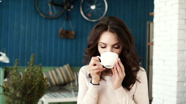 من أجل صحتكم... لا تشربوا القهوة في هذه الأوقات