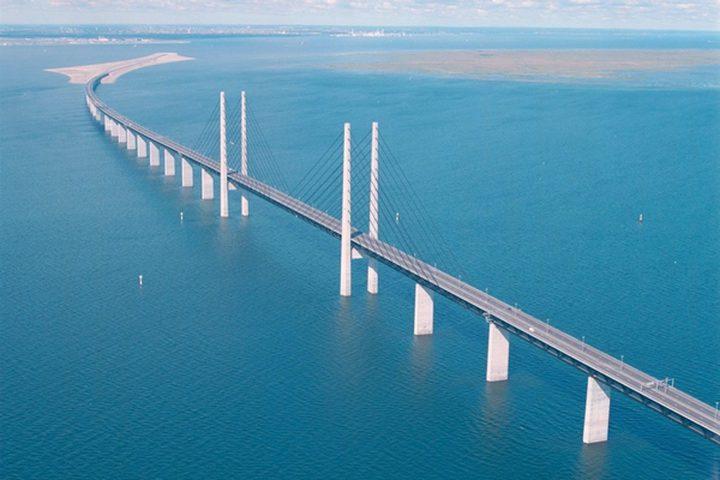 جسر بحري معلّق بين المغرب وجبل طارق يخيف الأوساط الإسبانية