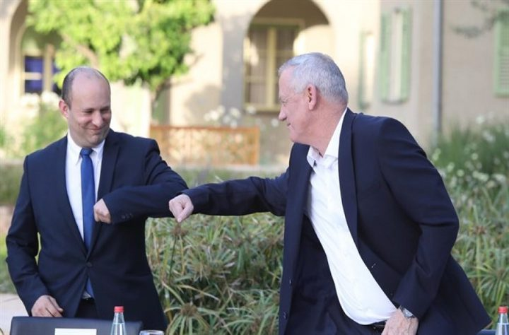 غانتس يبحث إمكانية التحالف مع بينيت لخوض انتخابات الكنيست