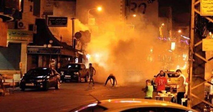 إصابة العشراتخلال مواجهات مع الاحتلال في بيت أمر