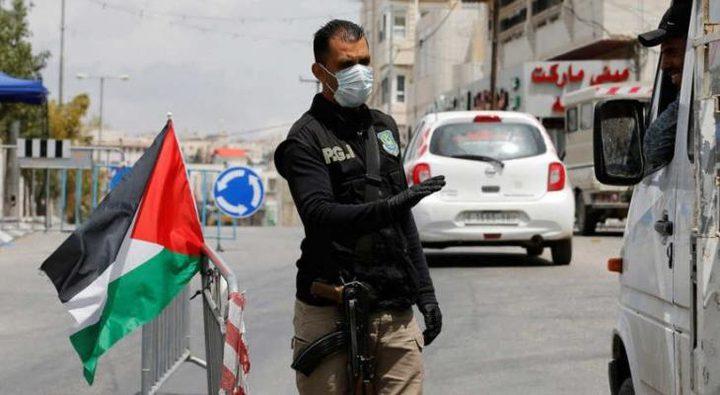 شرطة نابلس تقبض على مطلوبين وتحرر مخالفات