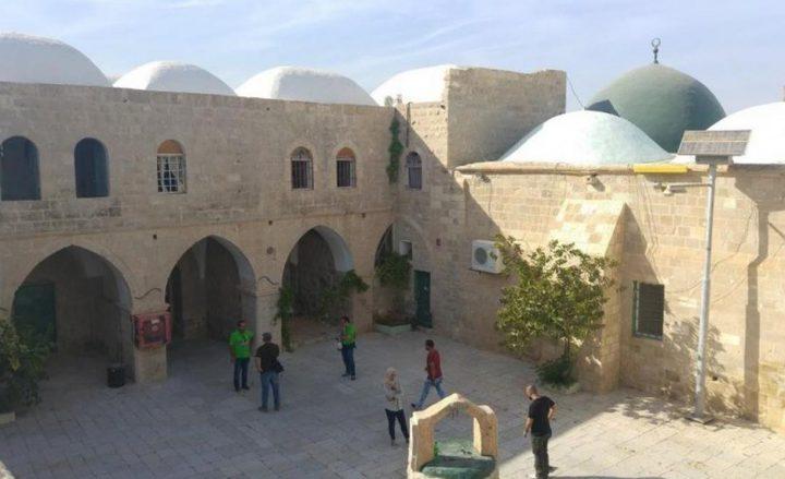 أبو الرب: دخول المستوطنين داخل المساجد امعان بالتطرف والعربدة