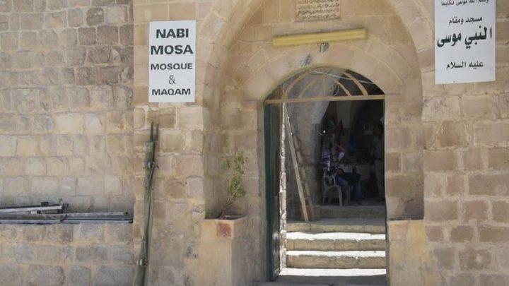 مستوطنون يقتحمون مسجد مقام النبي موسى