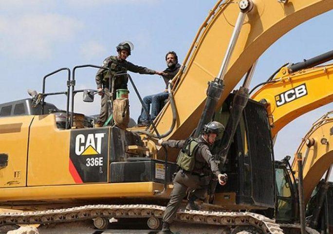 الاحتلال يستولي على جرافة وجرار شرق نابلس