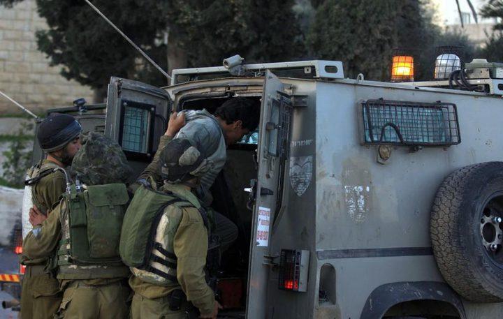 قوات الاحتلال تعتقل مواطنًا من دير جرير