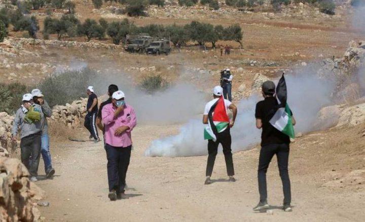 رام الله: اصابات جراء قمع الاحتلال مسيرة سلمية في دير جرير