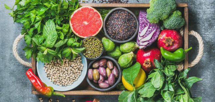 خبراء يكشفون أسماء الأطعمة التي تساعد على خسارة الوزن