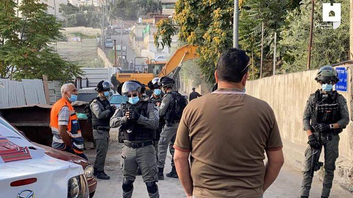 أهالي حي وادي الربابة من سلوان يتصدون لجرافات الاحتلال