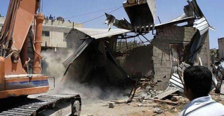 الاحتلال يهدم سورا شمال شرق القدس المحتلة