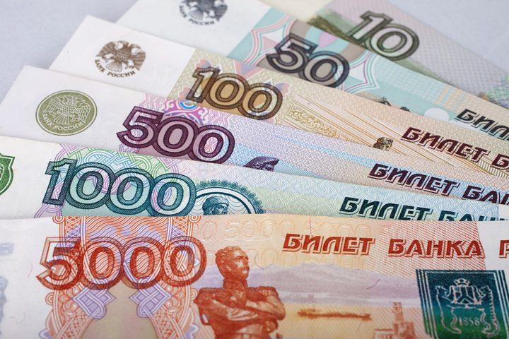 الروبل الروسي يرتفع أمام اليورو والدولار