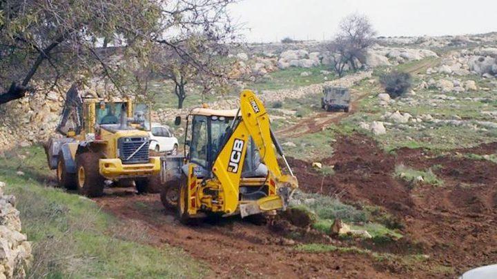 الاحتلال يجرف اراضٍ جنوب نابلس