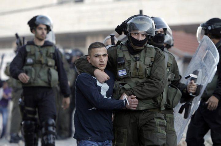 نابلس: الاحتلال يعتقل شابا على حاجز زعترة العسكري