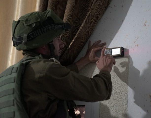 الاحتلال يخطر بهدم منزل الأسير محمد مروح قبها