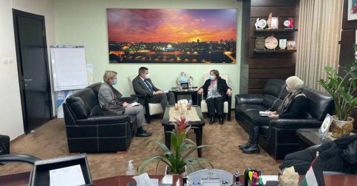 الكيلة تبحث مع ممثل سويسرا لدى فلسطين الحالة الوبائية