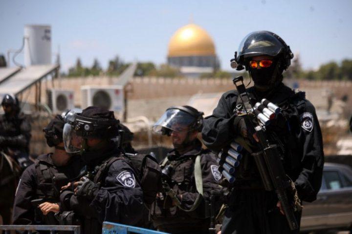 القدس: الاحتلال يعتقل مواطنا وزوجته من جبل المكبر