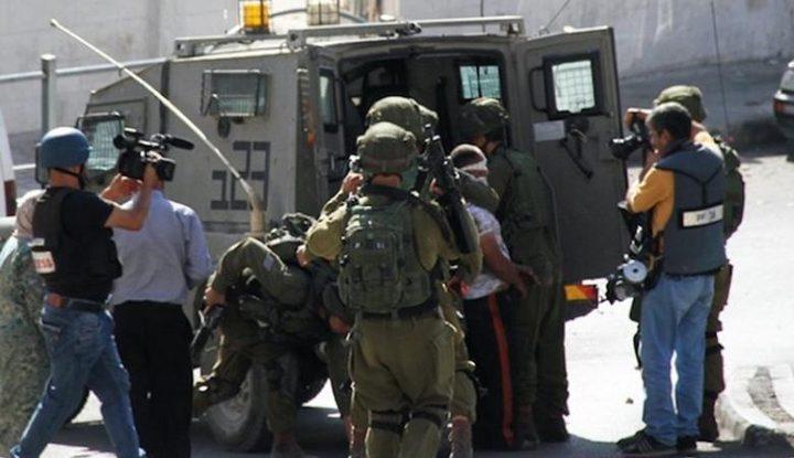 الاحتلال يعتقل أسيرا محررا من شارع الواد بالقدس