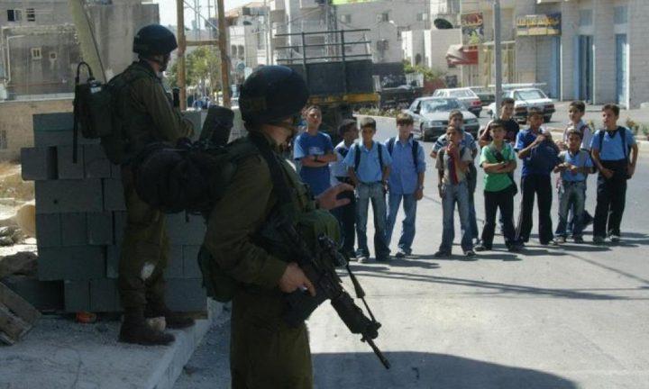 """""""التربية"""" تطالب بلجم انتهاكات الاحتلال بحق التعليم"""