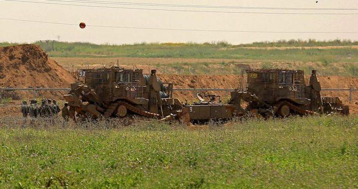 آليات الاحتلال تتوغل بشكل محدود شرق خانيونس