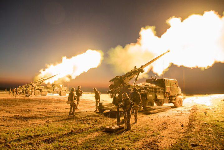 مدفعية الاحتلال تستهدف مواقع ومراصد للمقاومة بقطاع غزة